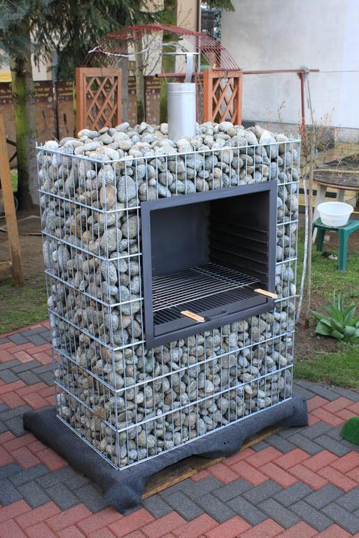 grill hugo grillkorb auf dem stein gabionengrill. Black Bedroom Furniture Sets. Home Design Ideas